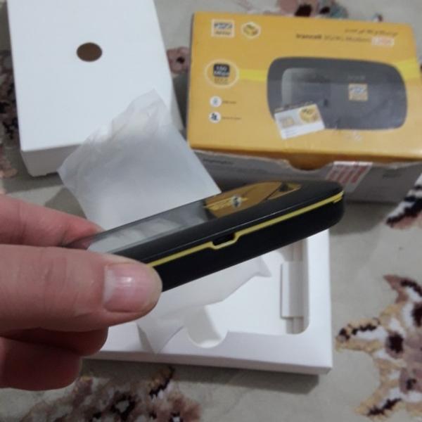 یک دستگاه تبلت مدل تب فور و یک دستگاه مودم همراه ایرانسل