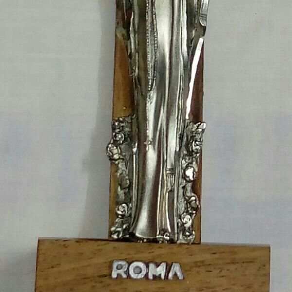 مریم مقدس کنده کاری روی فلز