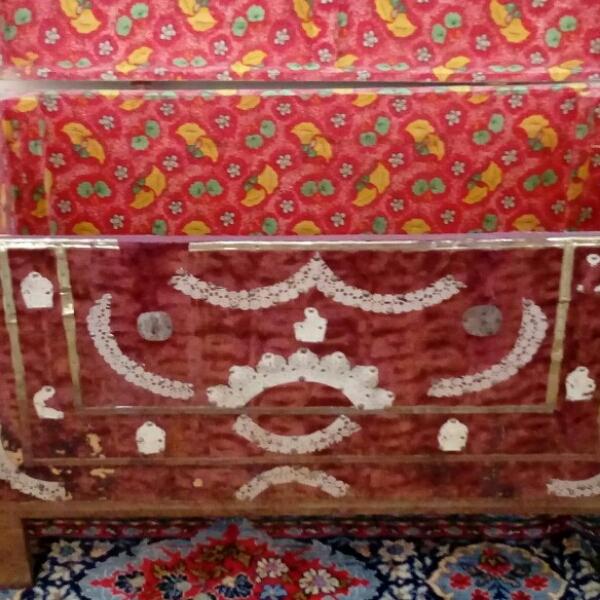 صندوق قدیمی قدمت حدودِ100 سال